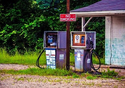 depósito gasolinera